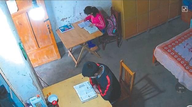 """""""北漂""""夫妻老家安装监控摄像头 陪伴留守孩子和父母  监控新闻  第2张"""